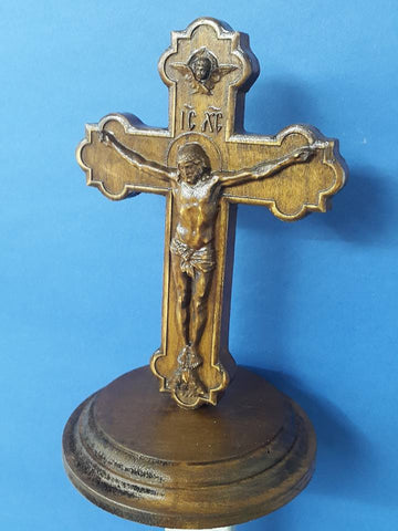Cross with pedestal KP02