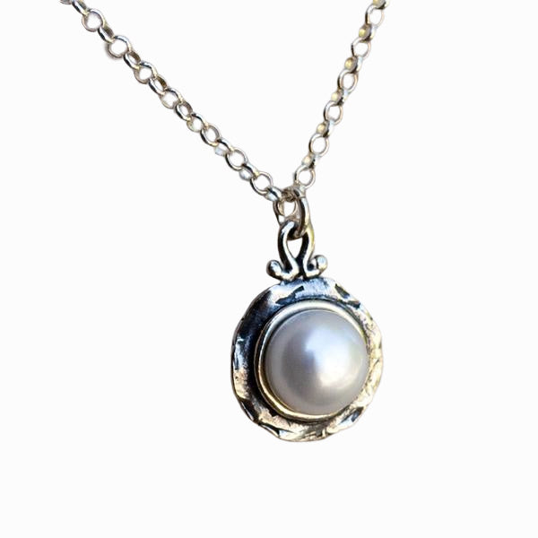 Romance Pearl Necklace