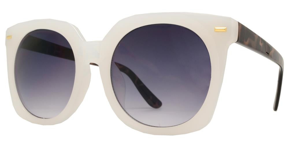 Wholesale - 8661 - Oversize Square Horn Rimmed Sunglasses with Flat Lens - Dynasol Eyewear