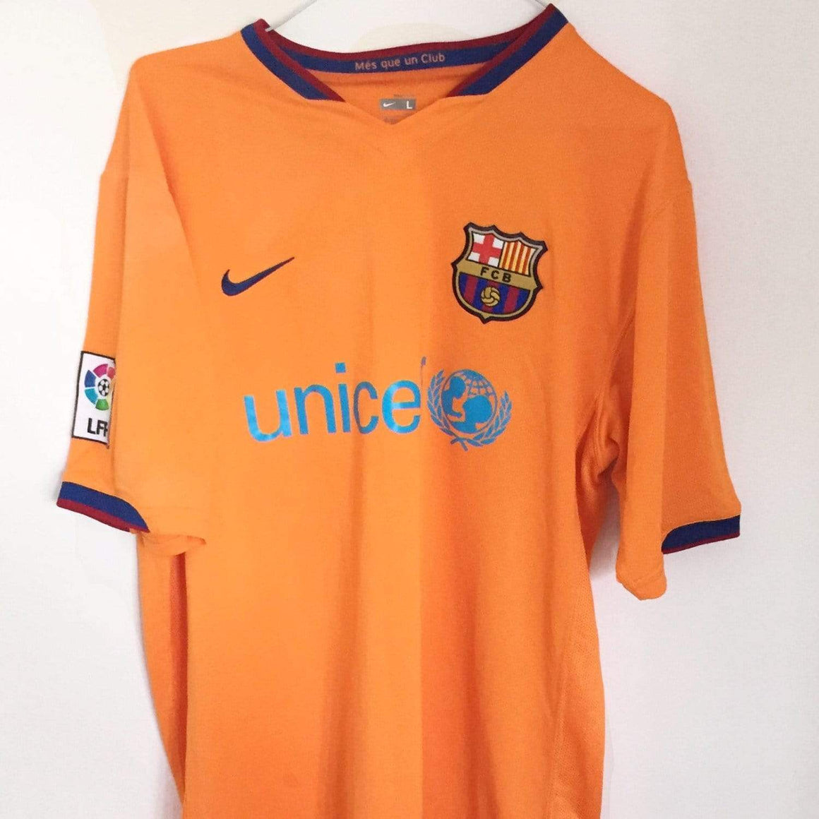 2006-08 Barcelona Away Shirt L   £24.99 - Football Shirt Collective