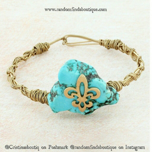 TURQUOISE STONE WITH GOLDTONE FLEUR DE LIS TWISTED WIRE BANGLE