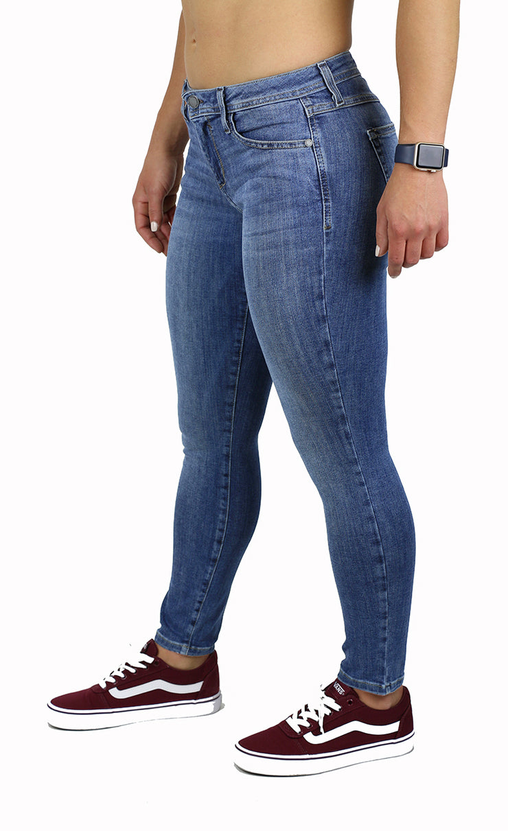 KAY PETITE SKINNY MEDIUM WASH