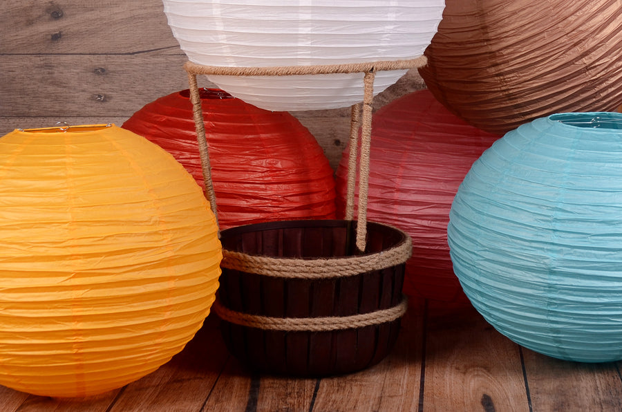 Hot Air Balloon Basket AND 6 Balloons