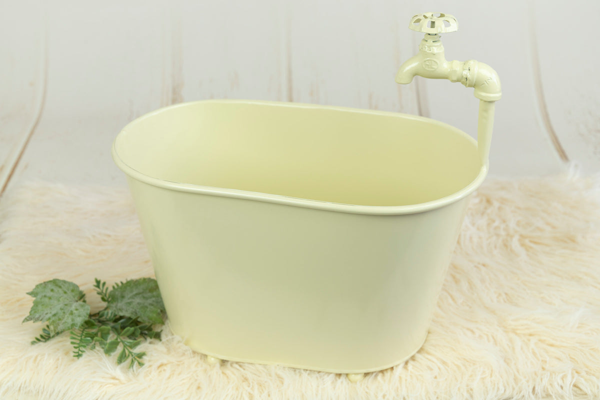 Vintage Bathtub - Light Yellow