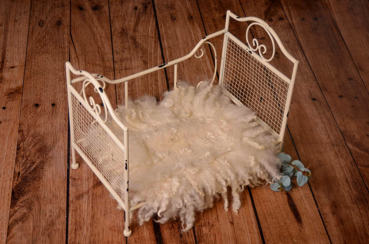 Vintage Bed - Off White Model 3-Newborn Photography Props