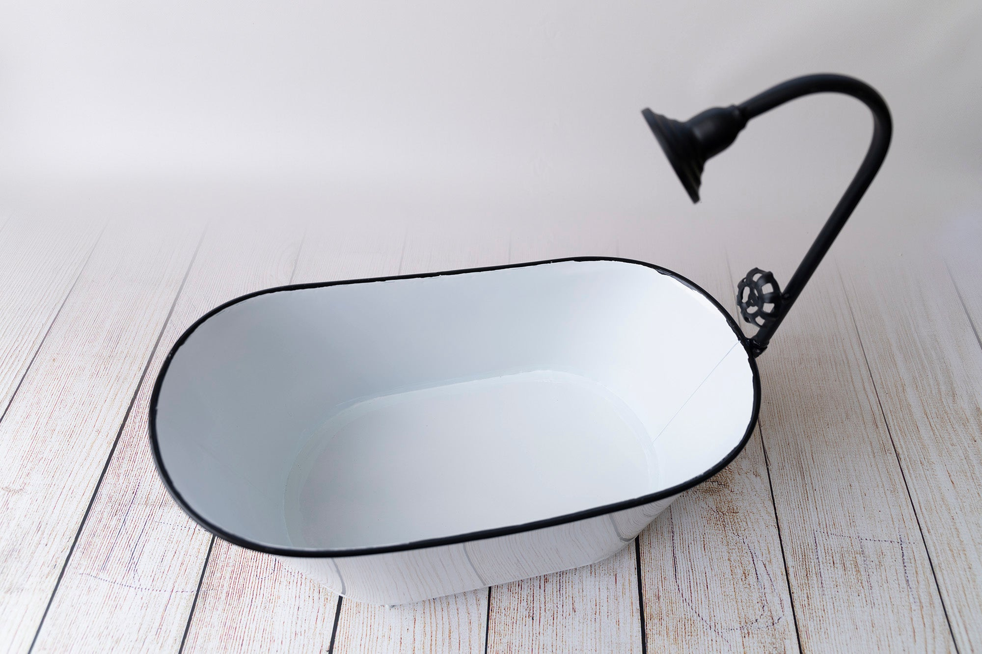 Footed Vintage Bathtub - White w/Black Rim