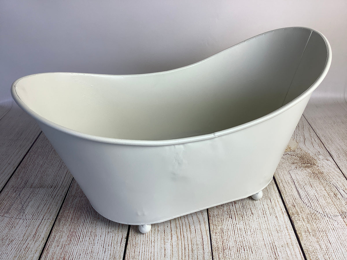 Footed Vintage Bathtub (AS IS ITEM)
