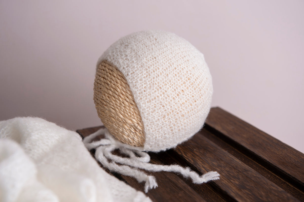 SET Smooth Mohair Bonnet and Wrap - White