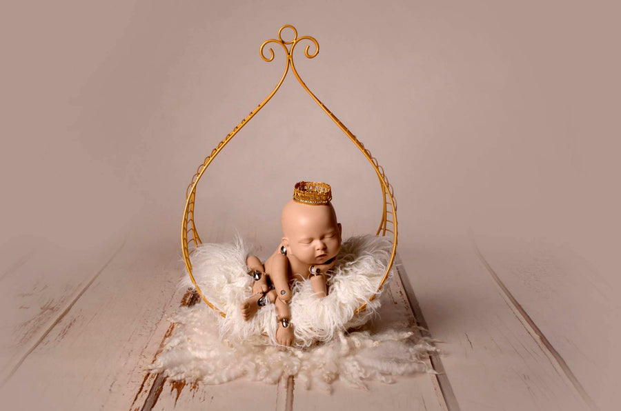 Vintage Bed - Hanging Drop - Gold