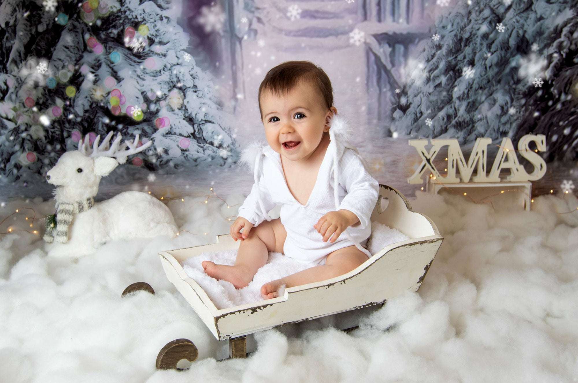 Lovely rustic handmade sleigh made with natural products. This sled is designed as an authentic replica of the traditional style Christmas sled. Ideal to cradle newborns during your photo shoots.