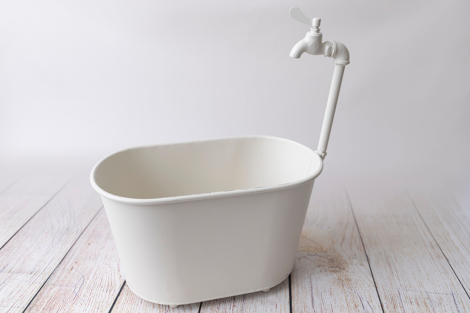 Vintage Bathtub - White