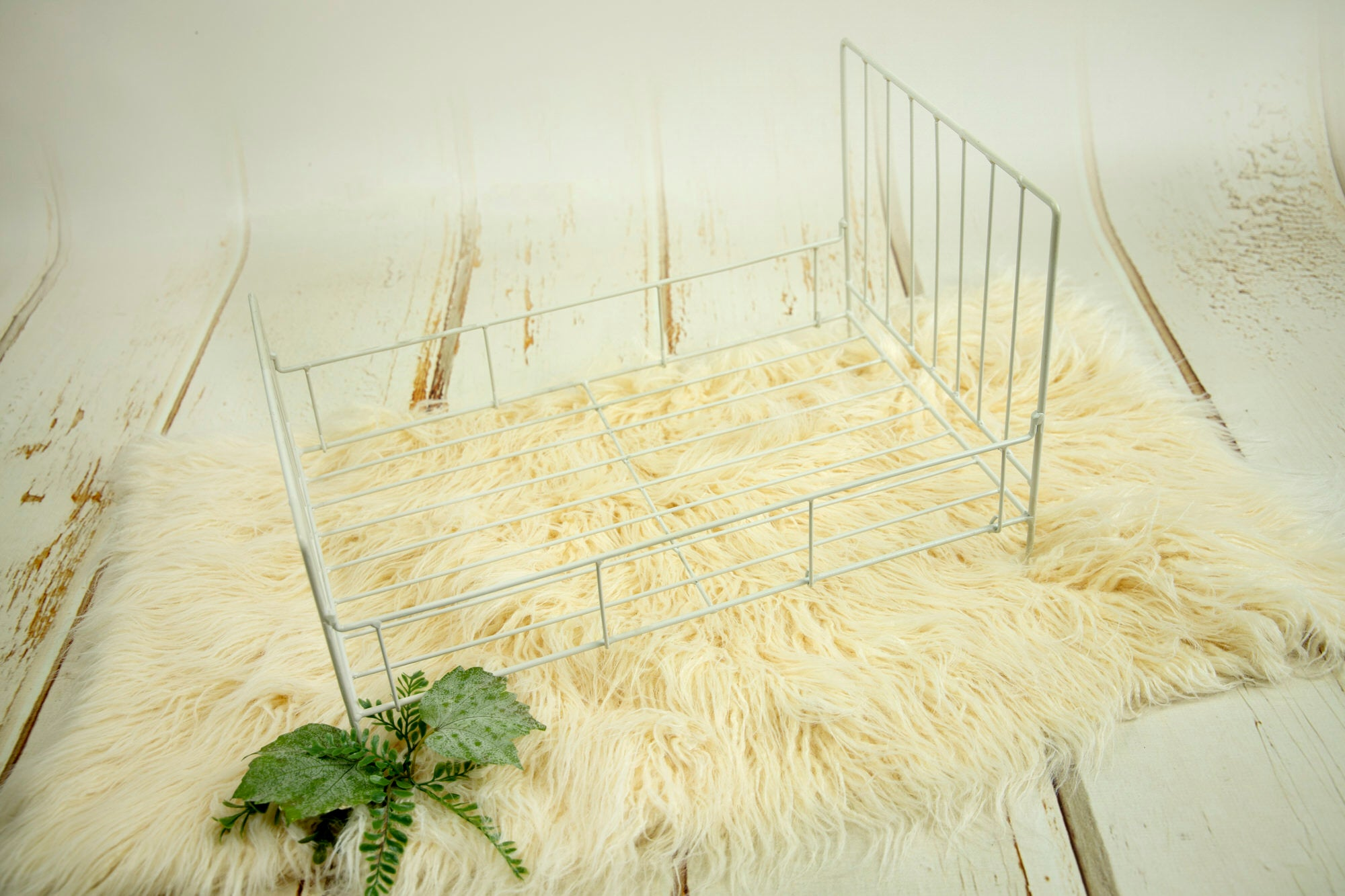 Vintage Wire Bed - White
