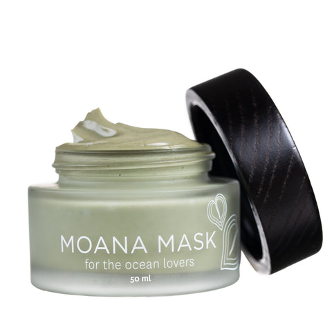 green clay and spirulina facial mask