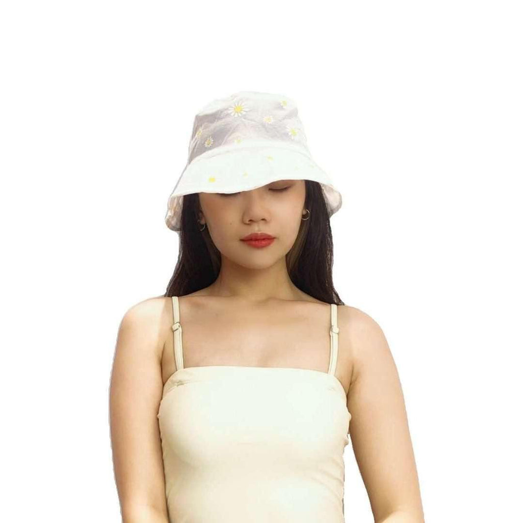 Pink N' Proper:Daisy Mesh Beach Bucket Hat in White
