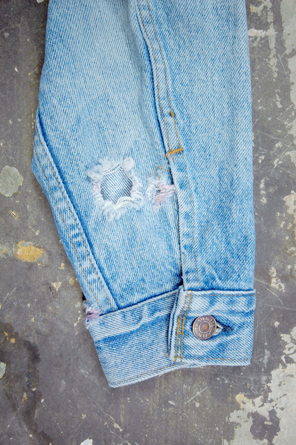 Vintage Levi's 4-Pocket USA Chain-Stitched Sparrow Artwork Denim Trucker Jacket