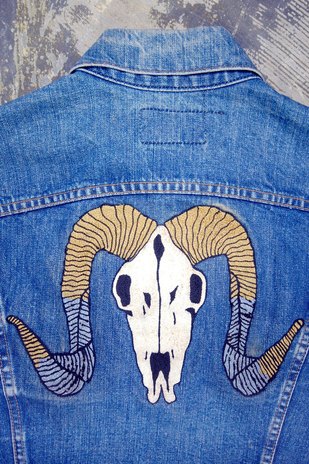 Vintage Levi's 2-Pocket USA Chain-Stitched Ram Skull Artwork Denim Trucker Jacket