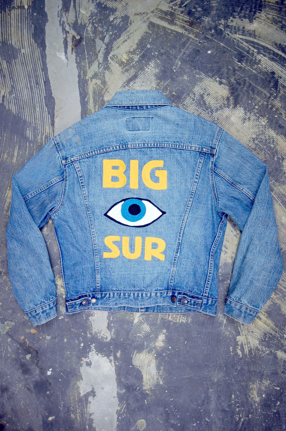 Vintage Levi's 2-Pocket USA Chain-Stitched Big Sur Artwork Trucker Denim Jacket