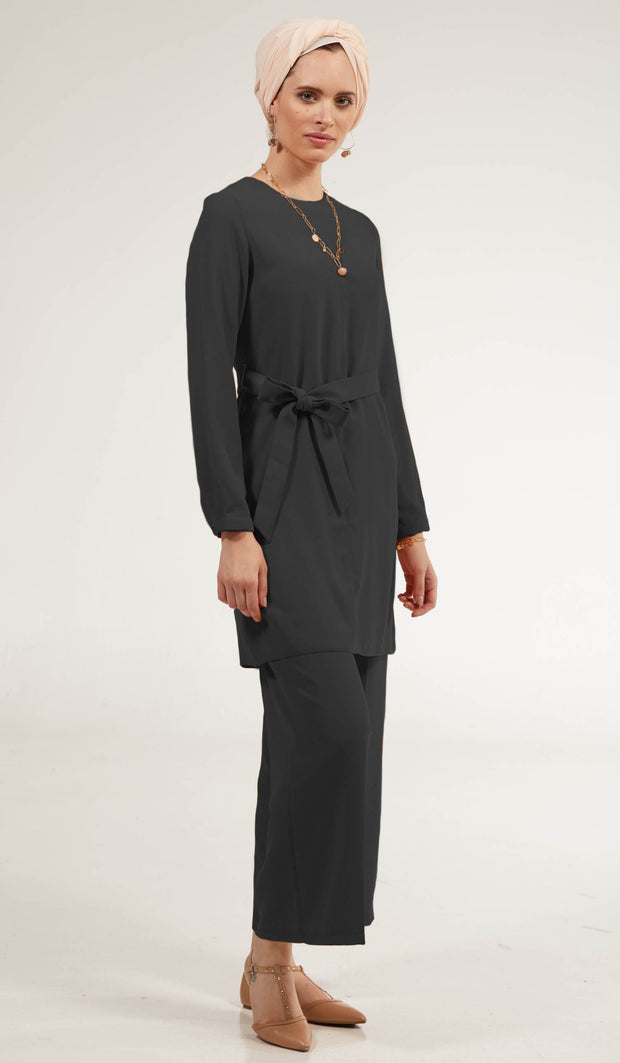 Arifa Tailored Modest Top - Black