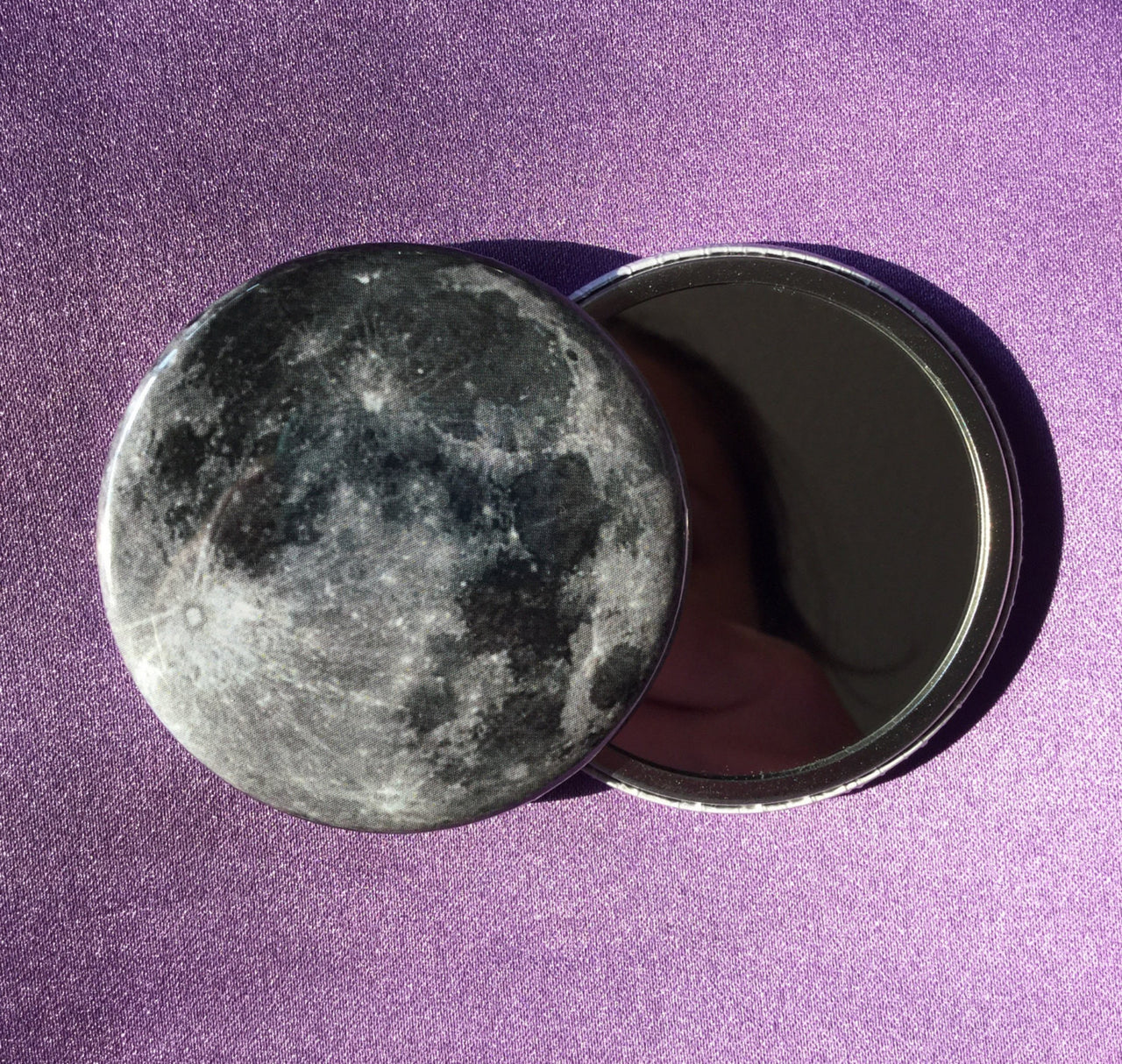 Full moon pocket mirror - Radical Buttons