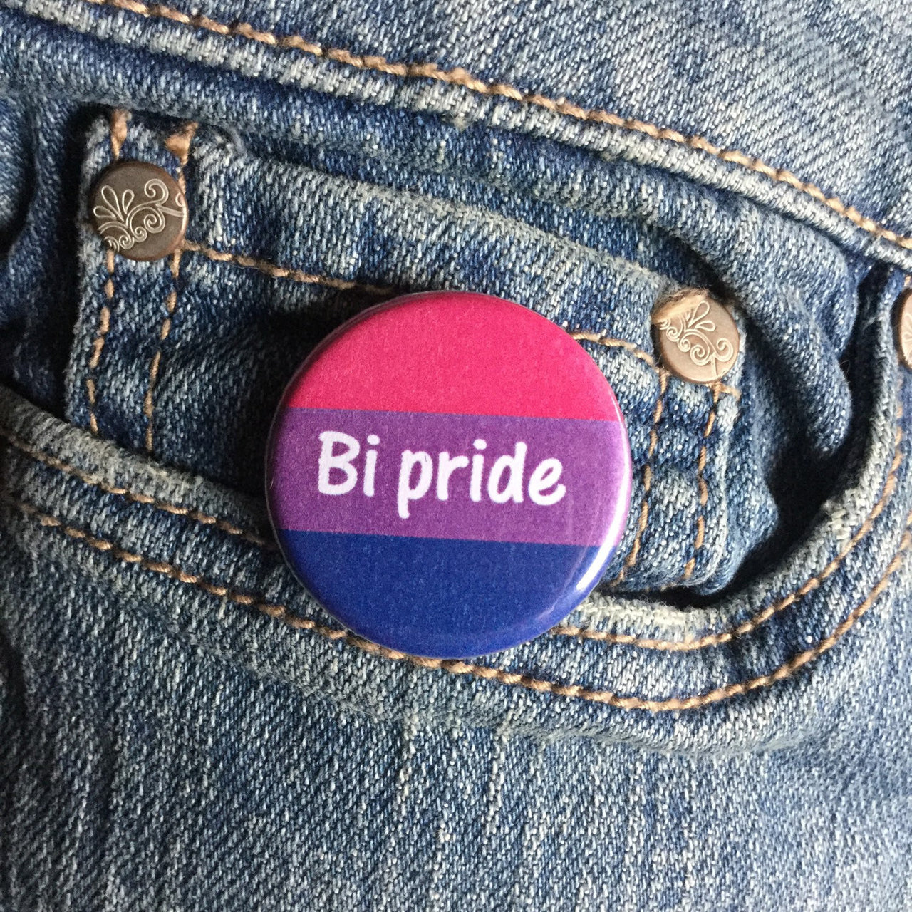 Bi Pride button - Radical Buttons