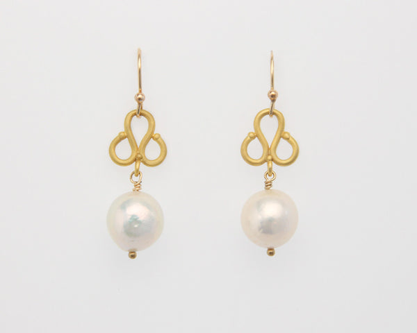 Clover Earrings with White Pearls