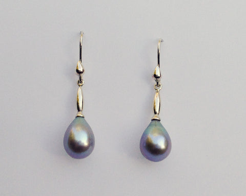 Moderne Grey Pearl Earrings in Silver