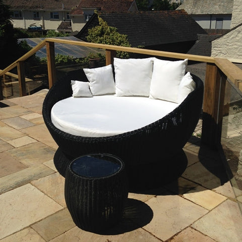 Hot Spot Outdoor Rattan Swivel Bed