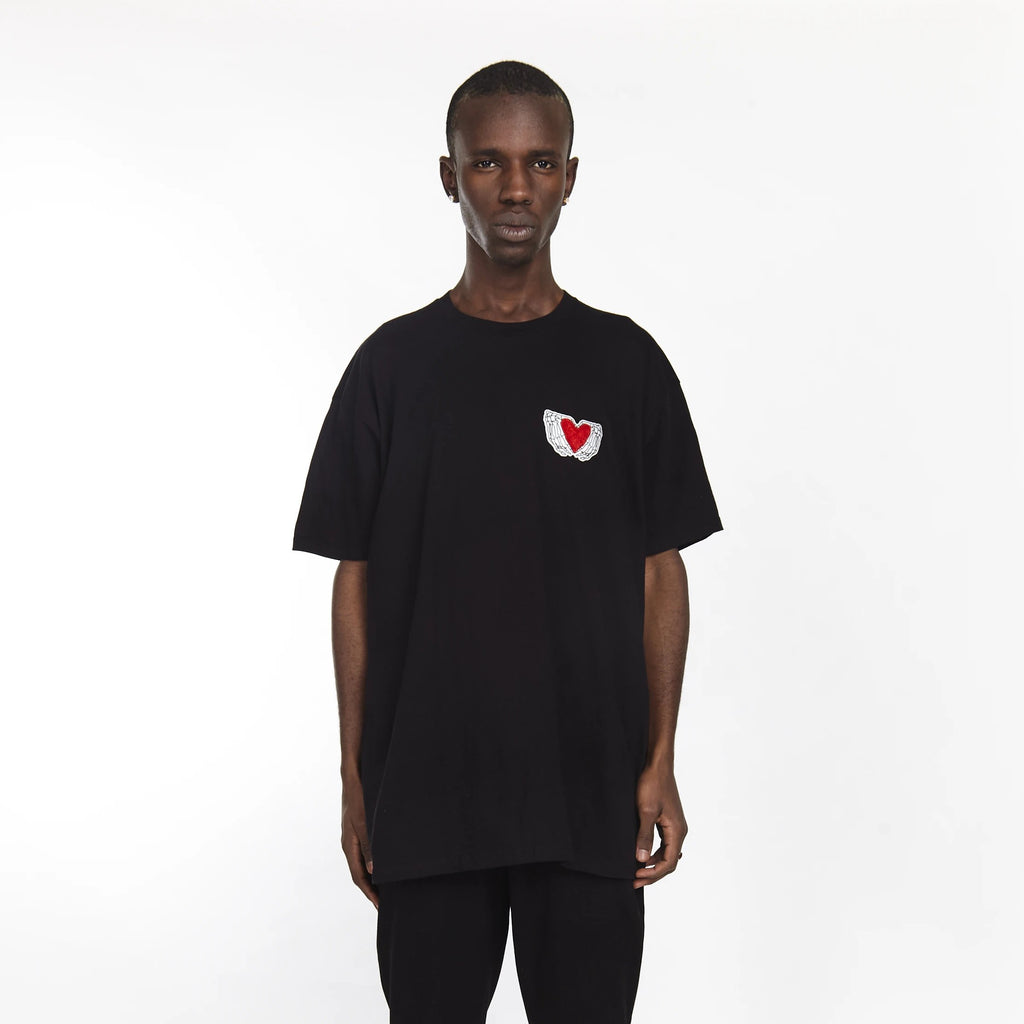HEARTED HANDS TEE BLACK