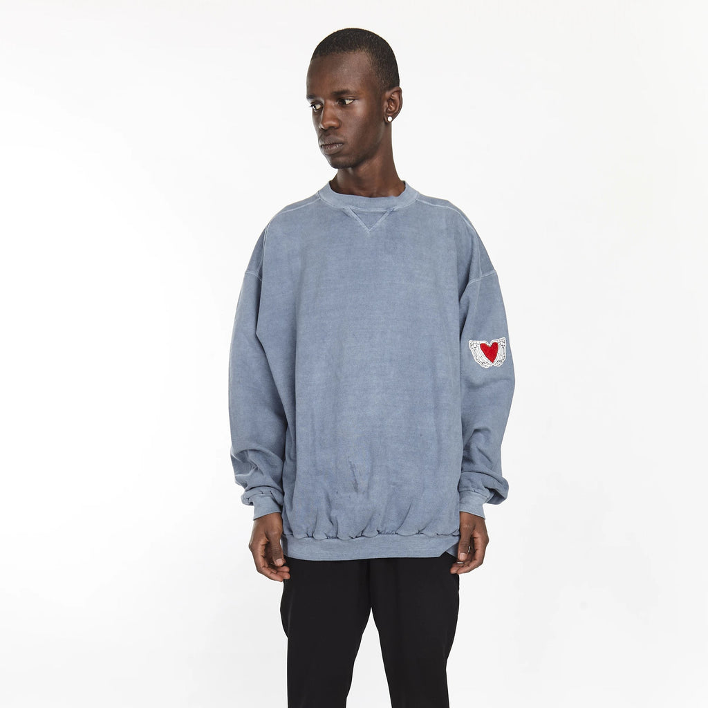HEARTED HANDS CREW PIGMENT DENIM BLUE OVERSIZE