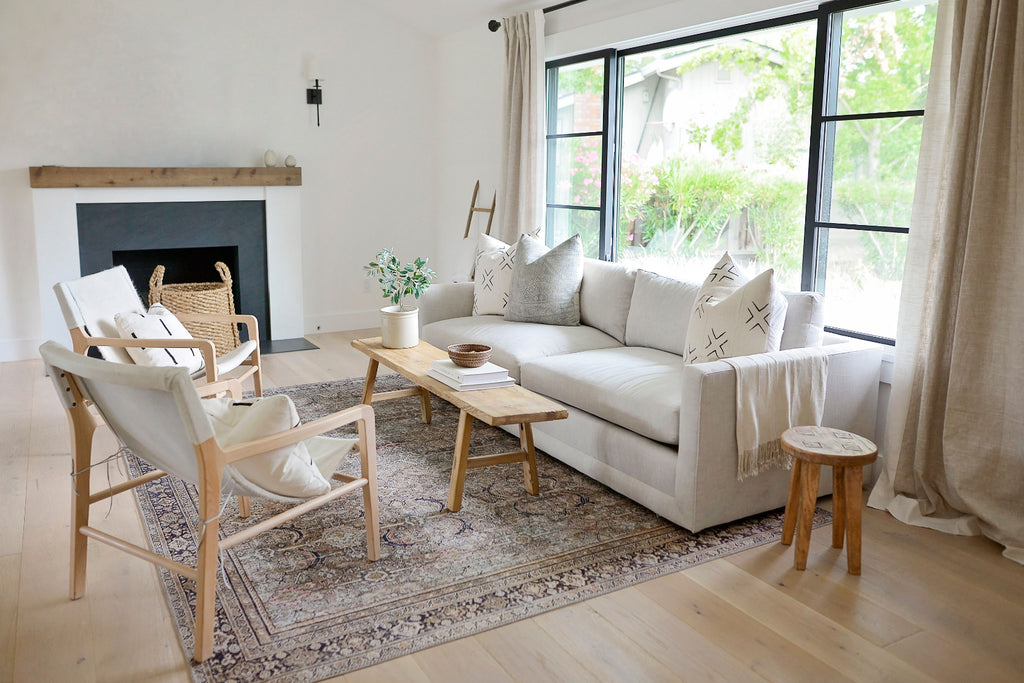 Discover this California organic modern living room makeover with Nicole Salceda of @eyeforpretty.