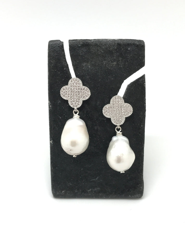 Pearl and Clover Earring