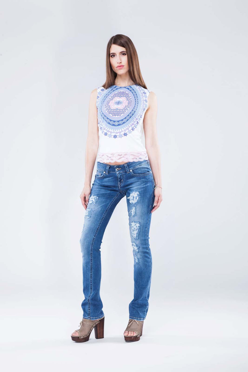 LILY WAS HERE I  - Designer Jeans Straight Leg Destroyed mit Swarovski® Crystals Buttons