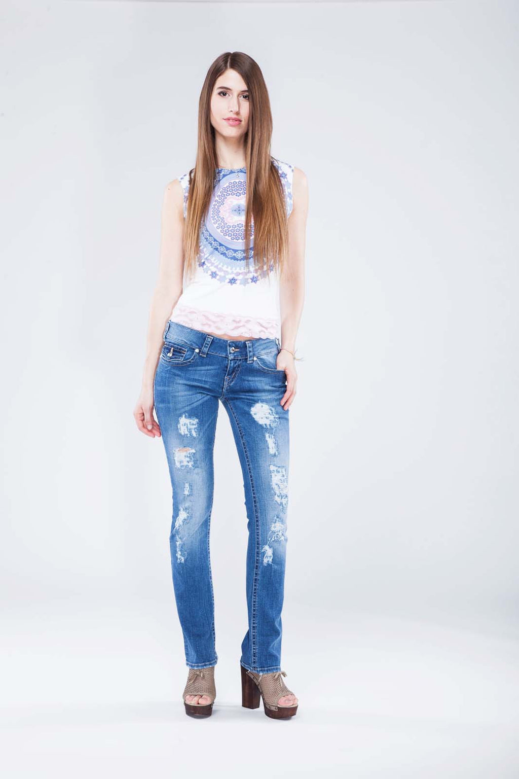 LILY WAS HERE II - Designer Jeans Straight Leg Destroyed mit Swarovski® Crystals Buttons