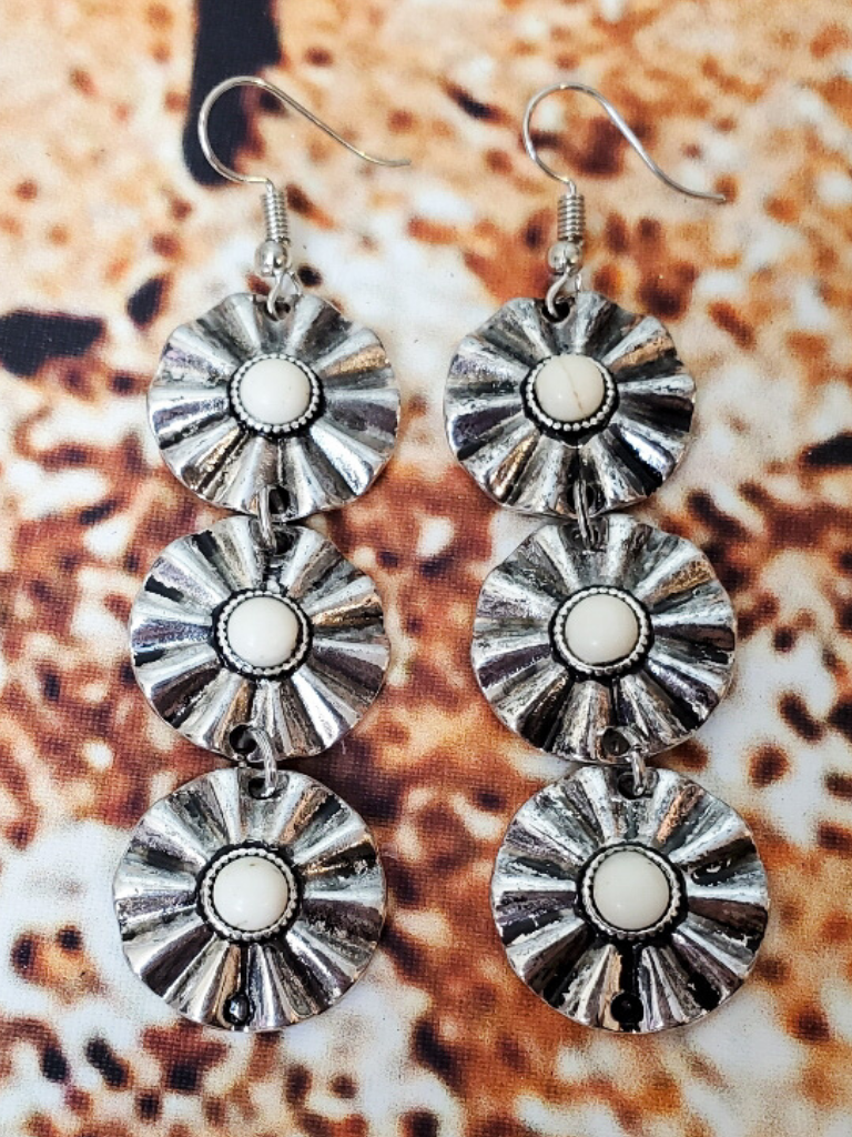 daisy chain earrings in silver and ivory shop women's jewelry and accessories online or in store at boerne pixie boutique san antonio texas hill country