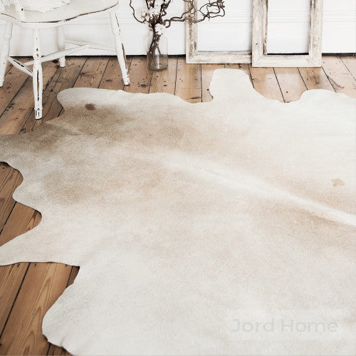 Máre Neutral Cowhide Rug