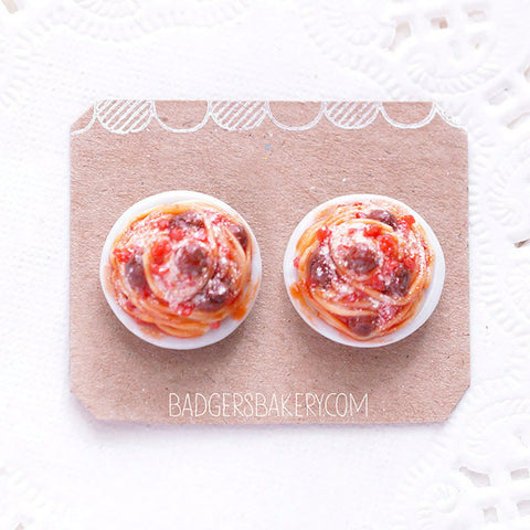 spaghetti stud earrings