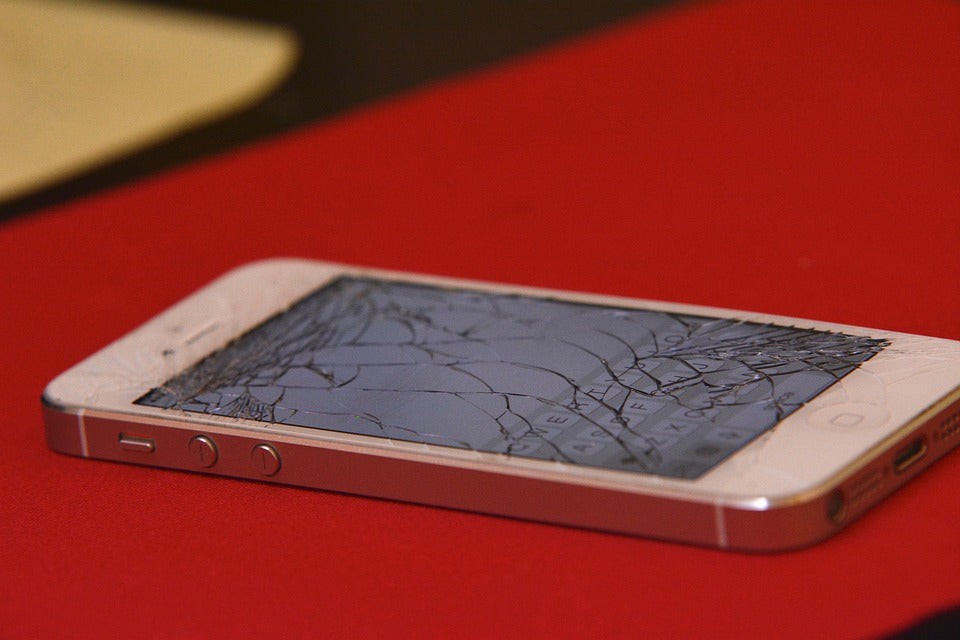 What's the Difference Between a Cracked Screen and a Broken LCD Screen