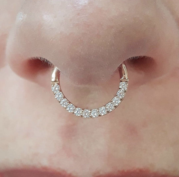 Dia Clicker in Rose Gold in Septum Piercing