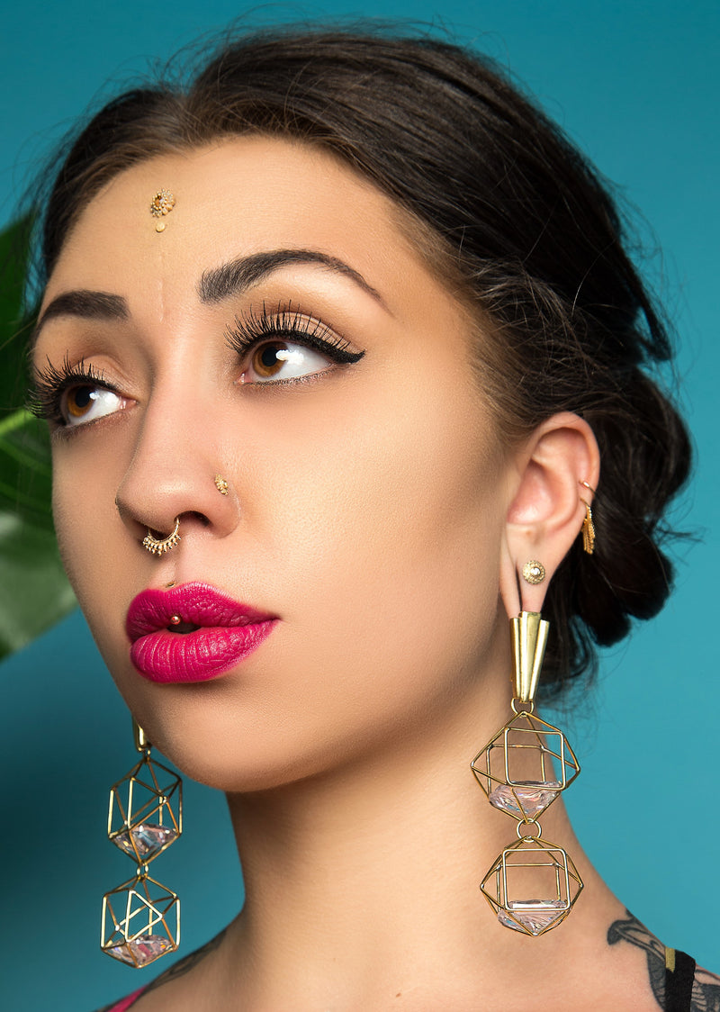 Model wearing Cora in septum piercing