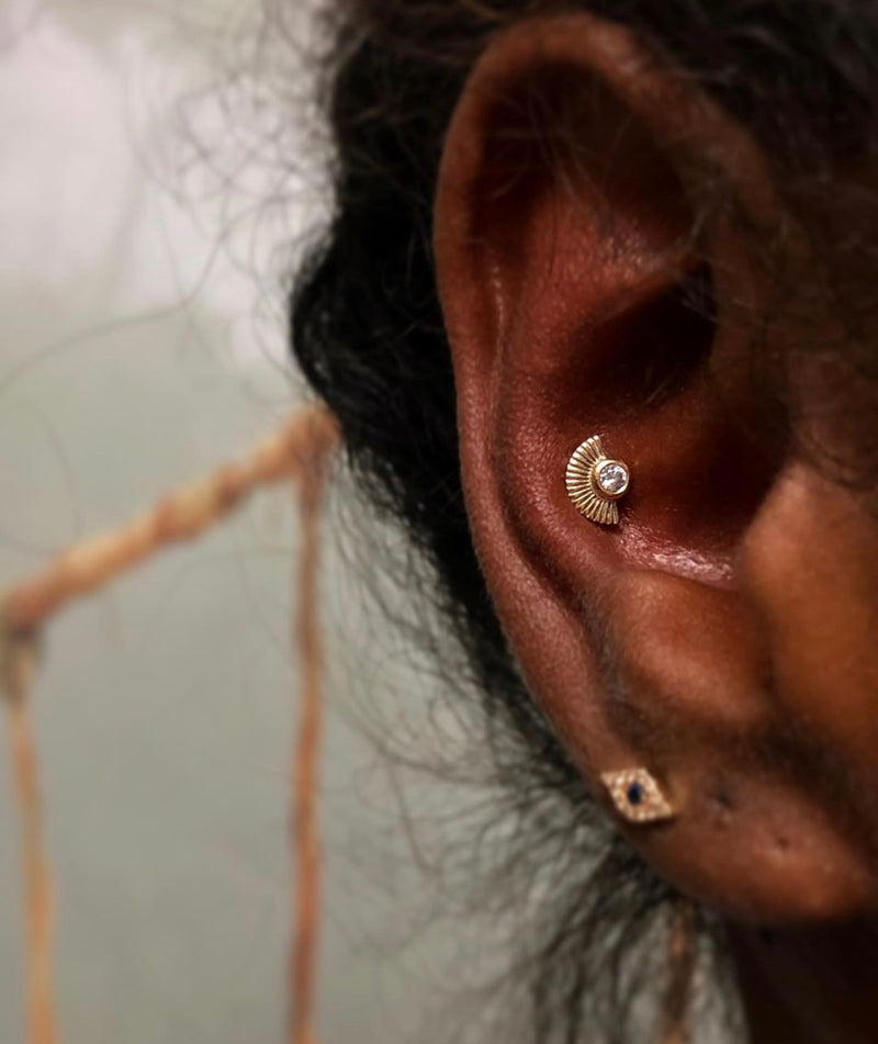 Kahlo CZ in solid gold in conch piercing