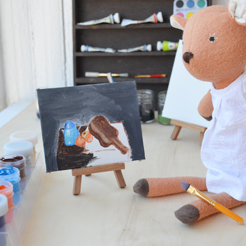 Phoebe Fawn paints in the style of Fernando Botero