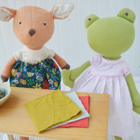 Phoebe Fawn and Ella Toad preparing the herbs for the pillow