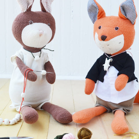 Juliette Rabbit makes worry bead necklace out of clay