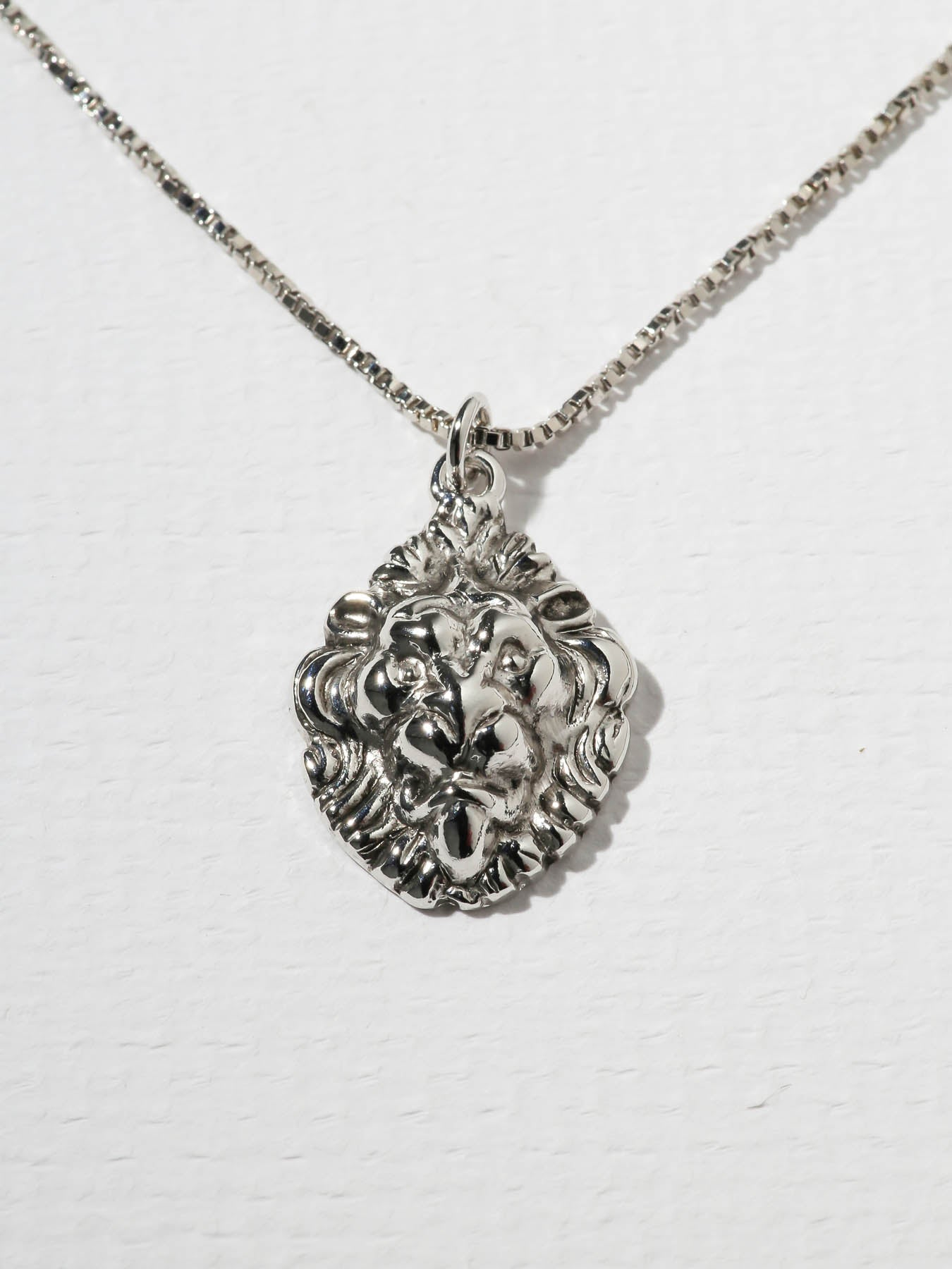 Necklaces The Royals Lion Pendant Necklace Silver Vanessa Mooney