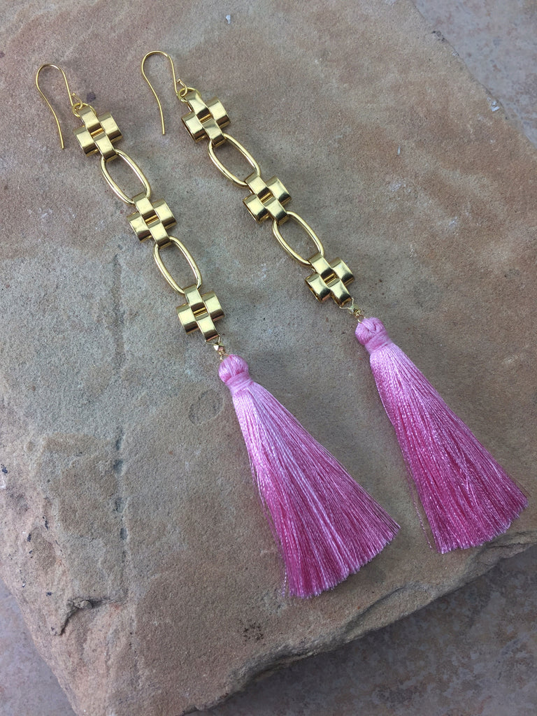 The Daisy Tassel Earrings Pink