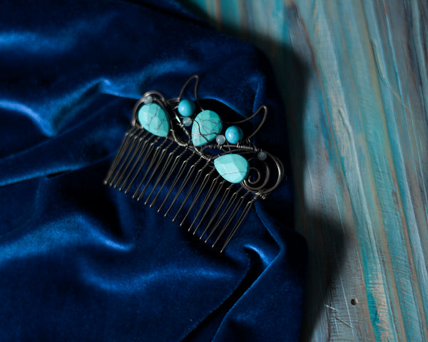 Wire wrapped moon comb