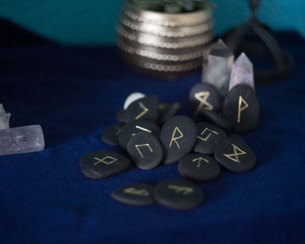 Black Scottich pebbles runes set
