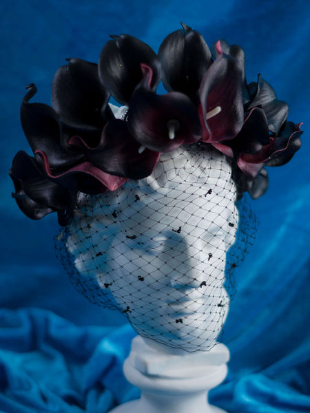 Black lily crown