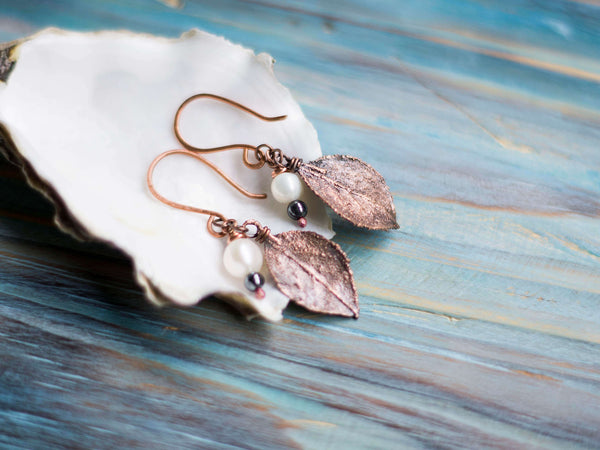 Lona Organic copper earrings with leafs and freshwater pearsl - MoonDome - 1