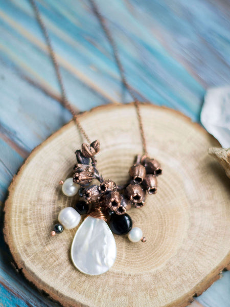 Mayflower organic copper pendant with freshwater pearls - MoonDome - 4